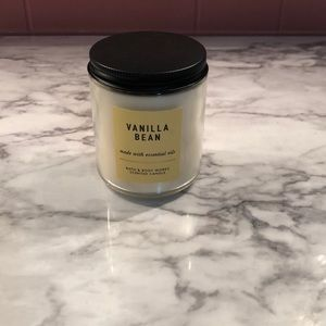 New vanilla bean bath and body works candle